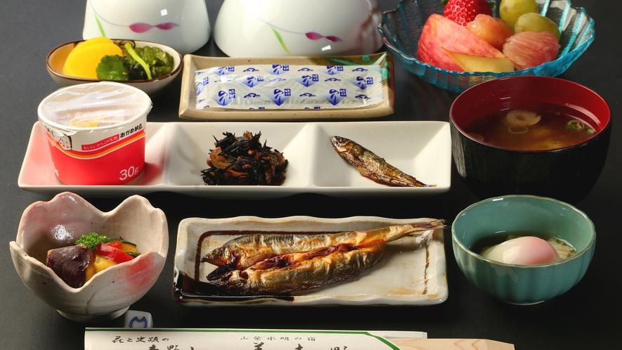 和朝食のある日の品目になります。季節によりお品書きが変わります