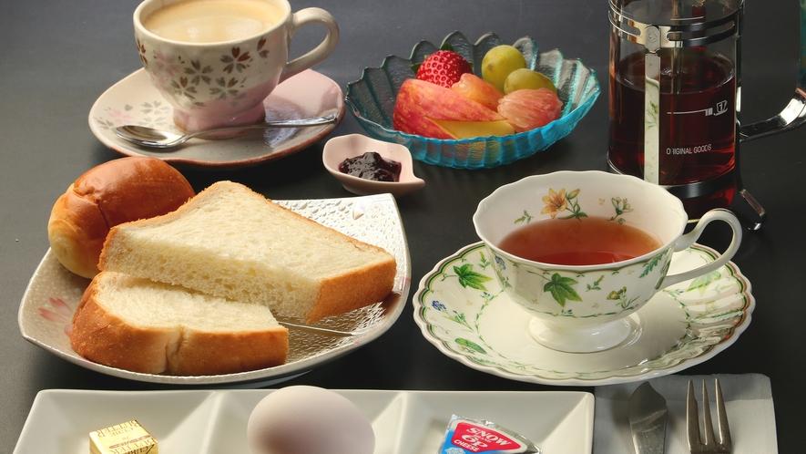 洋朝食のお飲み物は紅茶かコーヒーをお好みでお選びいただけます