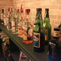 *「卓球バー」地下1F/カクテル、ビール、ワインなど、さまざまなメニューをALL500円で。