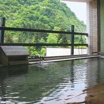 *【温泉】露天風呂からは、駒ケ岳を望むことができます。