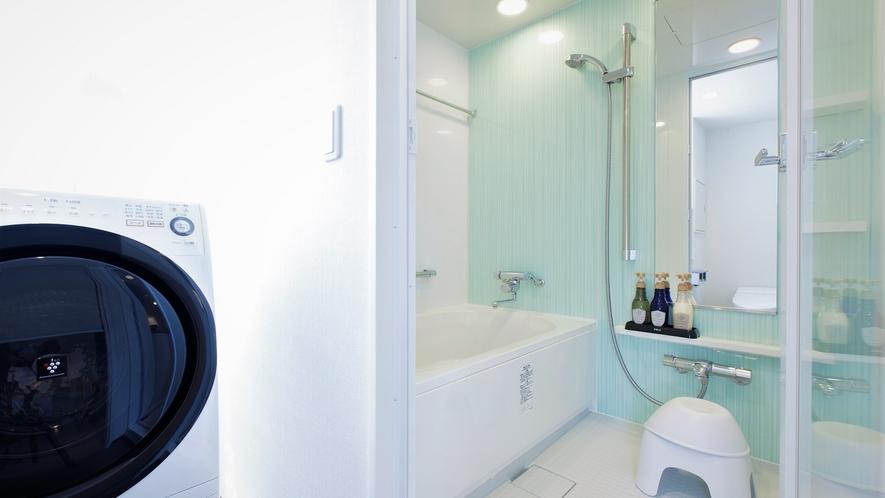 【バスルーム】コンフォートダブルのみバストイレ別。セパレートタイプのバスルームで癒しの時間をどうぞ。