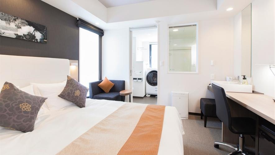 【コンフォートダブル】バストイレ別のセパレートバスルームや独立洗面台の造りが嬉しい客室。