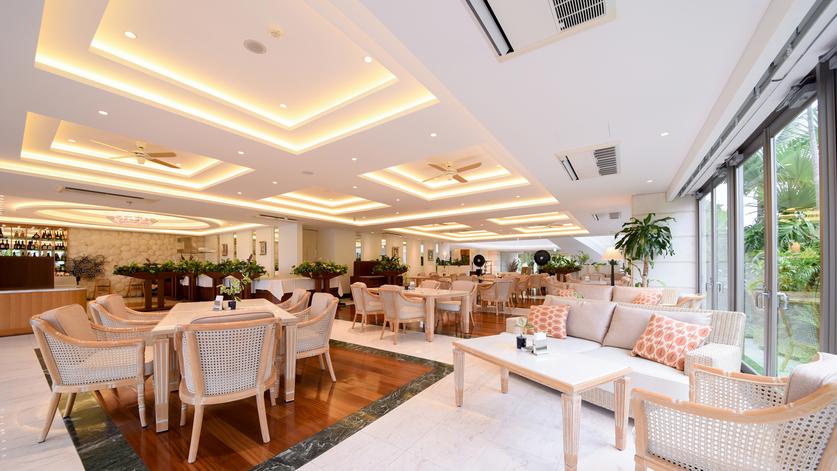 *レストラン/宮良湾を見渡せるゆったりとした室内席