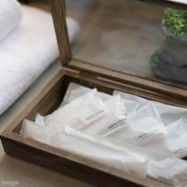 ■客室アメニティ/歯ブラシ・コットン&綿棒・カミソリ・ブラシ・ボディタオルをご用意