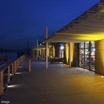 ■ONOMICHI U2海側デッキ/尾道ならではの夜景をお愉しみ下さい