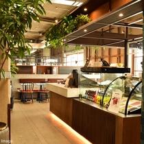 ■Yard Cafe店内/店内以外にデッキにもテーブルを設置