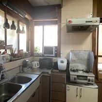 電子レンジ、トースター、電気ケトル等、キッチン道具、ご使用できます。