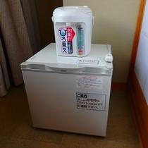客室 冷蔵庫と電気ポット
