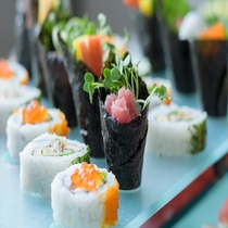 【SURIYUN】季節ごとに変わるフェアや種類豊富な和洋琉のお料理をお楽しみください。