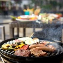 【プールサイドバー】南国らしい本格BBQも楽しめます(夏季限定)