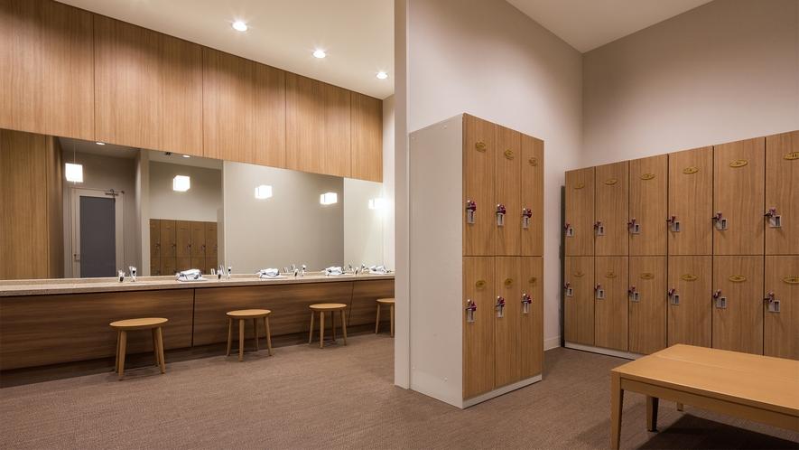 【1階 屋内プール】 更衣室