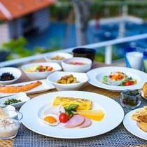【SURIYUN】朝の体にスッと入り元気の源となる60種類以上の朝食メニューをご用意しています。