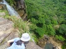 ビナイサーラの滝上