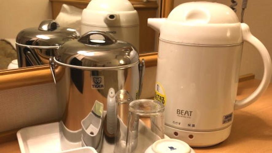 【客室設備】電気ポット・コップ・湯呑み・お茶パック