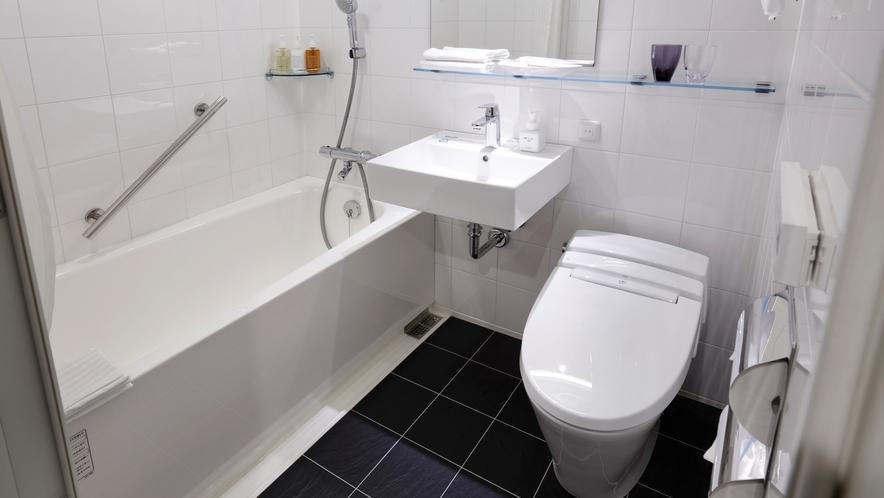 白を基調としたバスルーム/ダブルルーム
