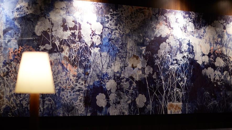 ホテル内に飾られたアートはFORZAオリジナル