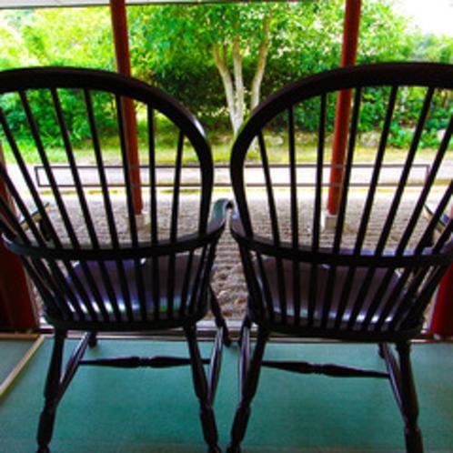 特注のすずむしをイメージした椅子
