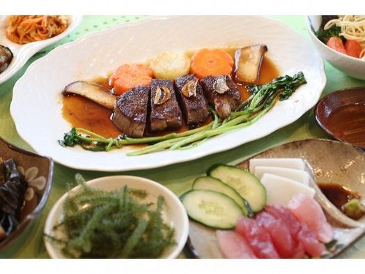 沖縄料理が楽しめる2食付き!