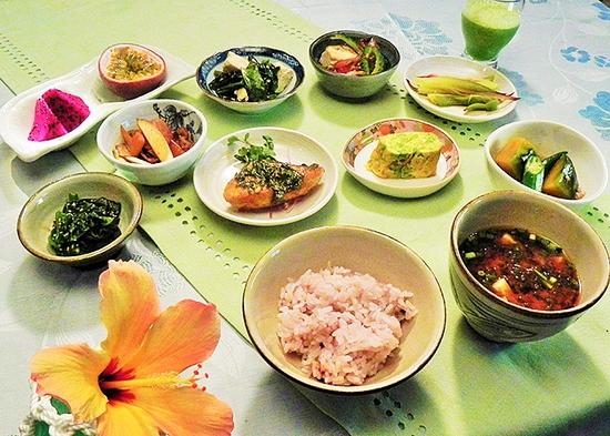 沖縄食材を使った朝食付きプラン!