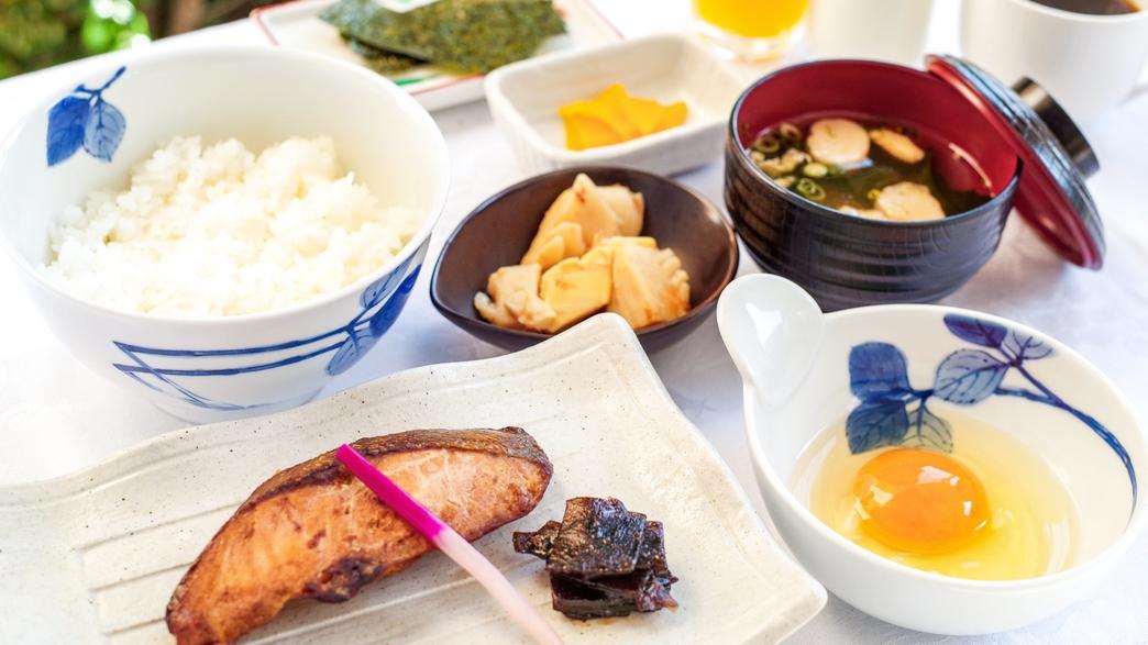 【朝食】卵かけごはんの卵は、究極の生食専用卵として生まれた「和食のたまご」です。