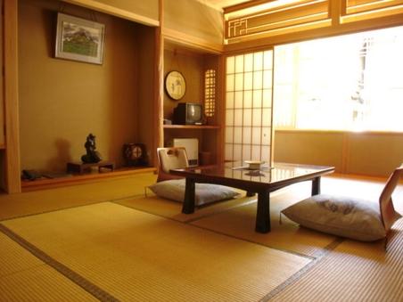 和室10畳(志賀山の間)