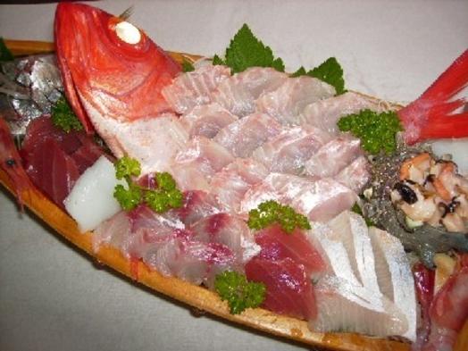 新鮮!地魚の舟盛り付き♪ 魚の活き造りプラン【50歳以上の方にもオススメ】
