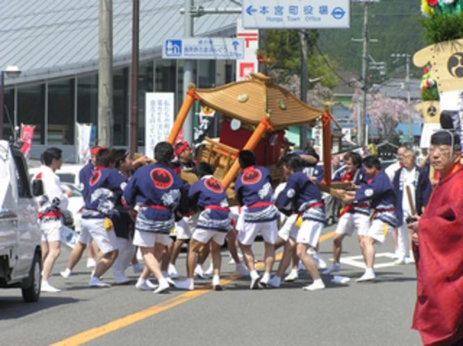 熊野本宮大社例大祭神輿
