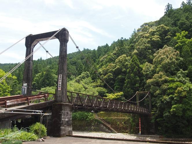 大村屋前の大塔川に架かる橋