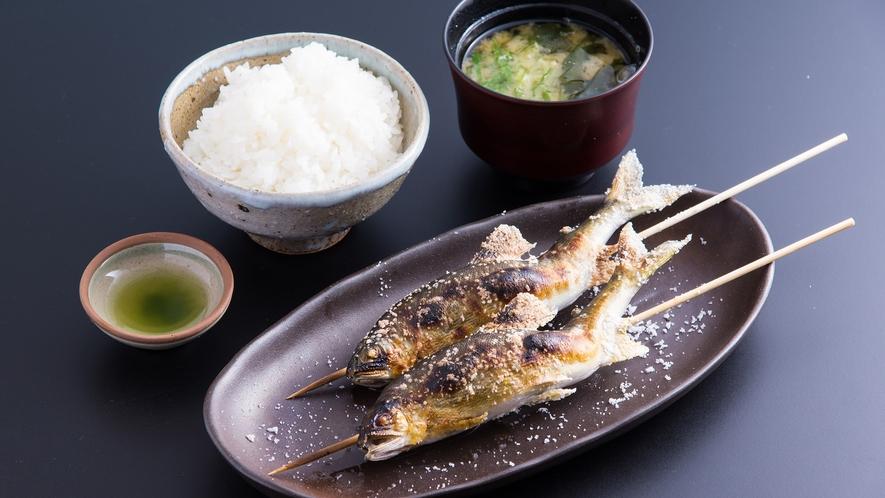 *【鮎の塩焼き定食】「あつあつッ」「ジュワジュワ」「ほくほく」で、とっても美味!