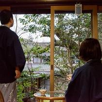 *【昔ながらの民宿】中庭も素朴な雰囲気で心が和みます