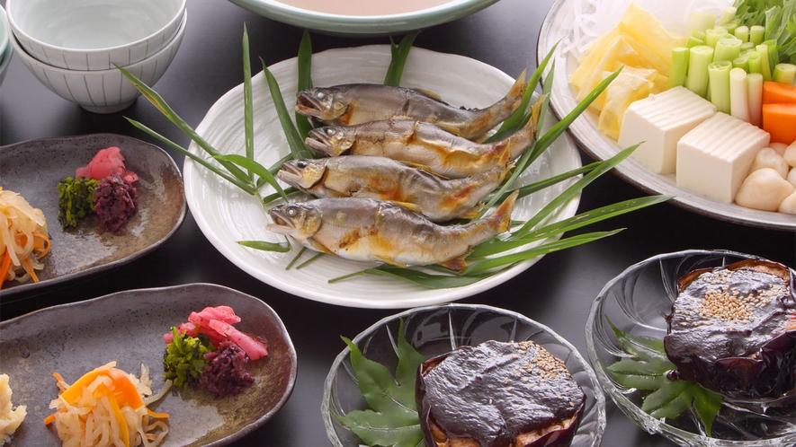 *【焼き鮎鍋】夏が旬の「鮎」と新鮮な夏野菜!特製味噌のお鍋でお召し上がりください。