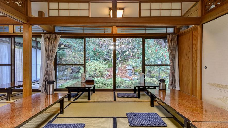 *【お食事処】板張りの食堂か中庭を望む広間にてご用意します