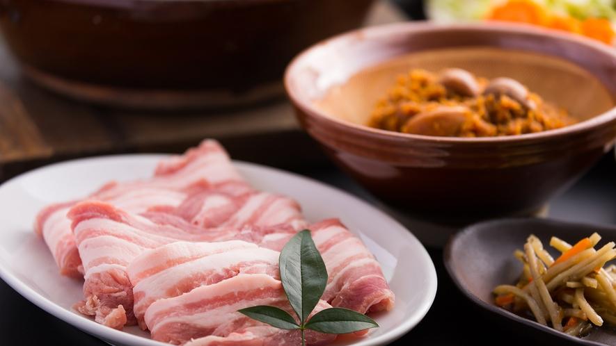 *【にんにく味噌鍋】お肉は豚肉・鶏肉のいずれかお好みのお肉をお選びいただけます。
