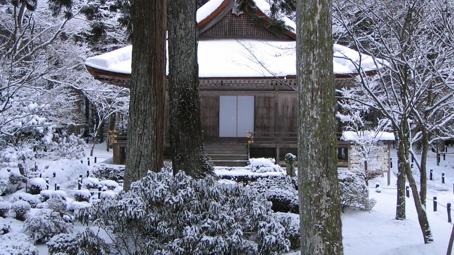 *【冬の大原三千院】冬の三千院は厳かで神聖な雰囲気。雪景色もまた格別です。