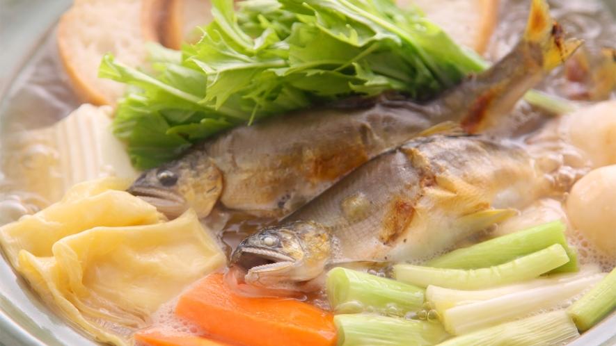 *【焼き鮎鍋】まるごと焼いた鮎が入った焼き鮎鍋♪温まる程度が食べごろです!
