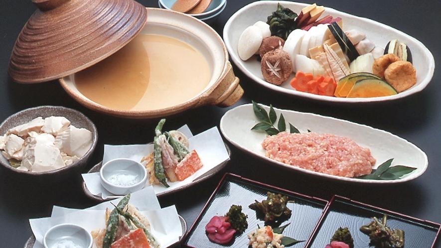 【白味噌鍋】素材の味を大切にした「白味噌鍋」。とろ火でゆっくり煮てお召し上がり下さい。