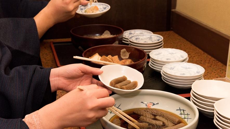 *【セルフのお惣菜】お鍋と一緒に素朴なお惣菜も味わえる
