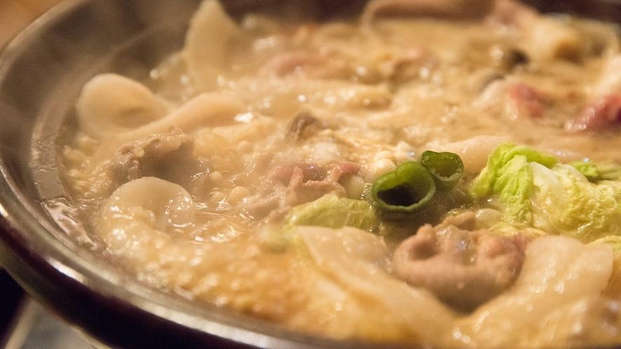 *【ご夕食】具だくさんのお鍋。完成が待ち遠しい!