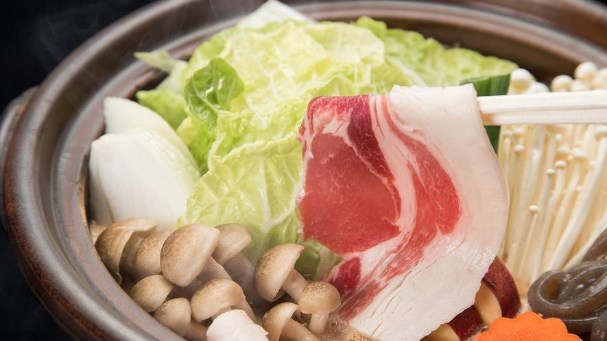 *【ぼたん鍋】たっぷりのお野菜とともにいただく、冬の滋味
