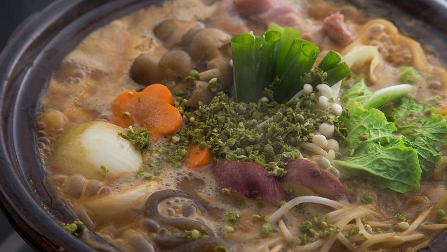 *【3年物味噌の味噌鍋】じっくり煮込んでも塩辛くならない!熟成した3年物味噌鍋の特徴が活きています。
