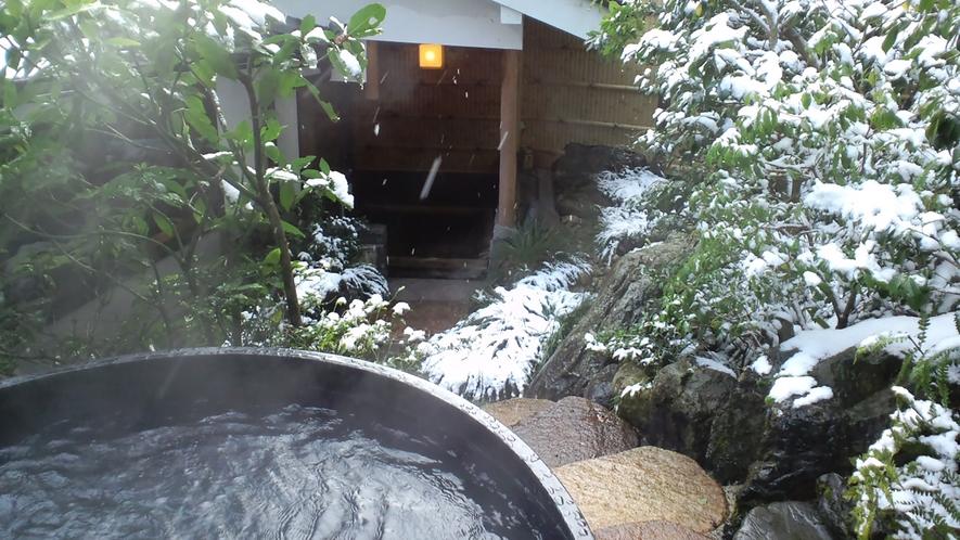 *【露天風呂】寒い冬は雪見風呂もお楽しみいただける日もございます。