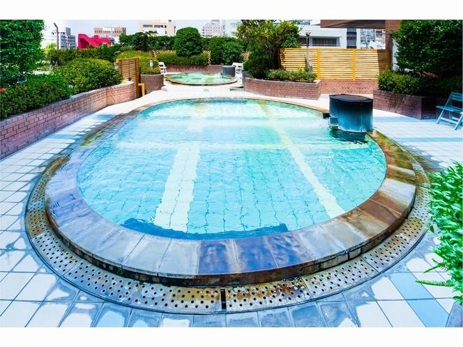 夏季限定のプール&水着着用の温泉スパ