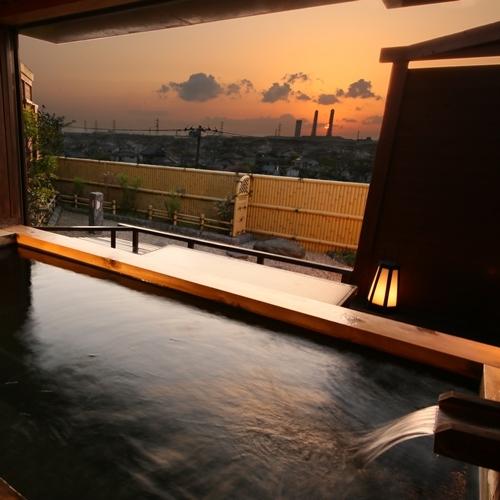貸切露天風呂【石】セピア色の夕景