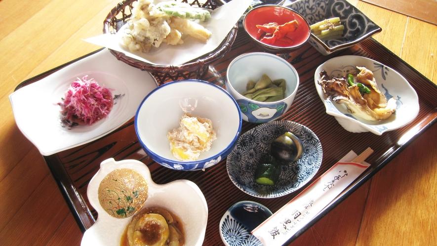 *【精進料理例】山菜や野菜を中心としたお食事です。