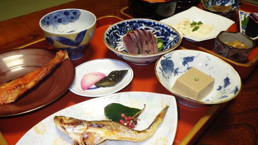 *【夕食例】一品毎に盛り付けにもこだわり、目でもお食事をお楽しみ下さい。