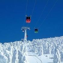 【ゲレンデ間のアクセスも抜群!】ロープウェイを乗り継いで樹氷エリアへ♪