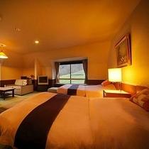 【スイートルーム(約70㎡)】幅140cmのダブルサイズベッドをご用意。特別なお部屋ならではの優雅な