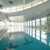 姉妹館「タカミヤ瑠璃倶楽リゾート」で屋内プールをご利用いただけます。