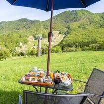 【朝食/高原テラス】蔵王の雄大な景色の中、美味しい朝ごはんを食べるひと時♪