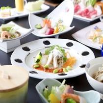 【和洋折衷膳例】季節ごとに変わる彩りも豊かな和食膳をお楽しみください♪